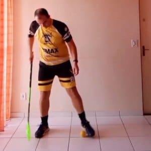 Controle de bola passando atrás do corpo e 1 toque no pé